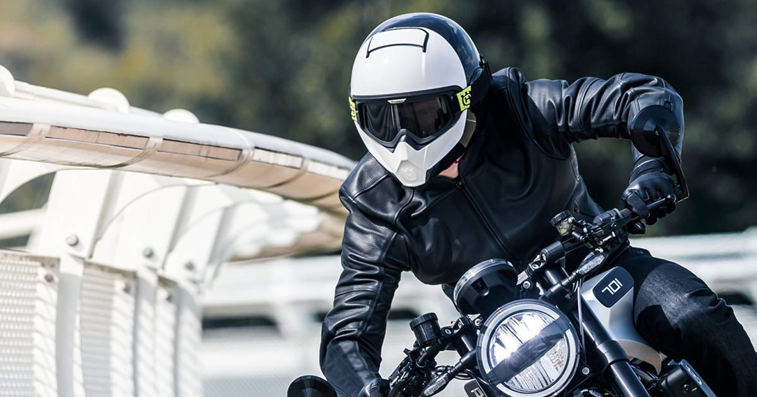 Get An Attractive Look Through Buying The Excellent Looking Helmet